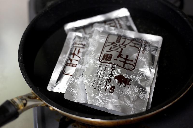 湯せんされる和多屋特製の佐賀牛カレー