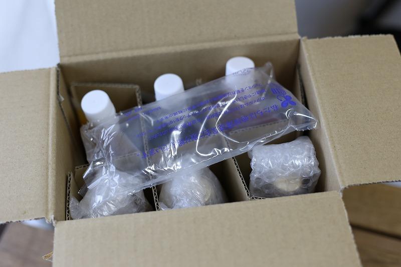 箱の中を区切られて梱包