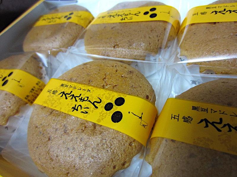 パッケージには黒豆マドレーヌの文字